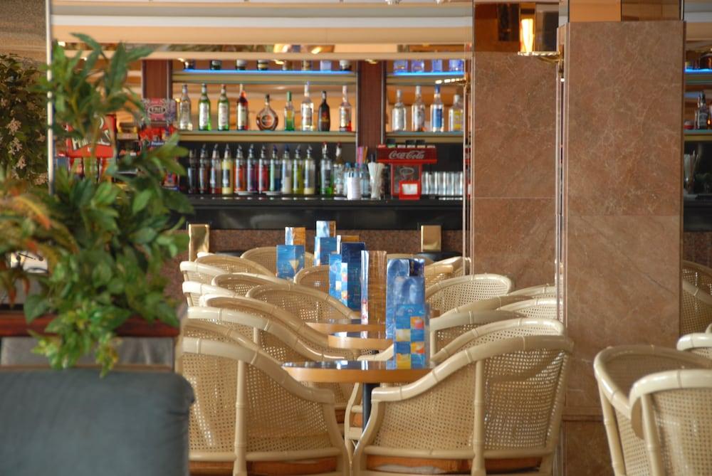 피마르 호텔(Hotel Pi-Mar) Hotel Image 42 - Hotel Bar