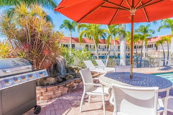 Sarasota Vacations - Hibiscus Suites - Gateway to Siesta Key - Property Image 1
