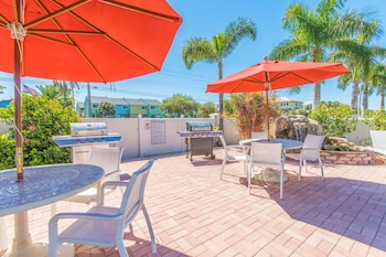 Sarasota Vacations - Hibiscus Suites - Gateway to Siesta Key - Property Image 2