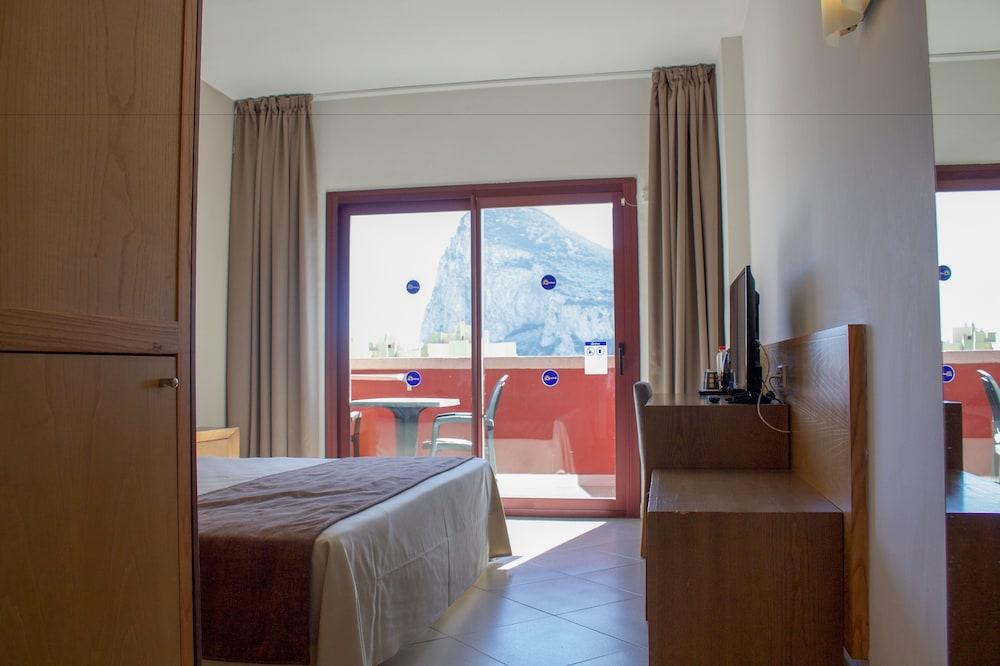 오텔 캄포 데 지브롤터(Ohtels Campo De Gibraltar) Hotel Image 18 - Guestroom