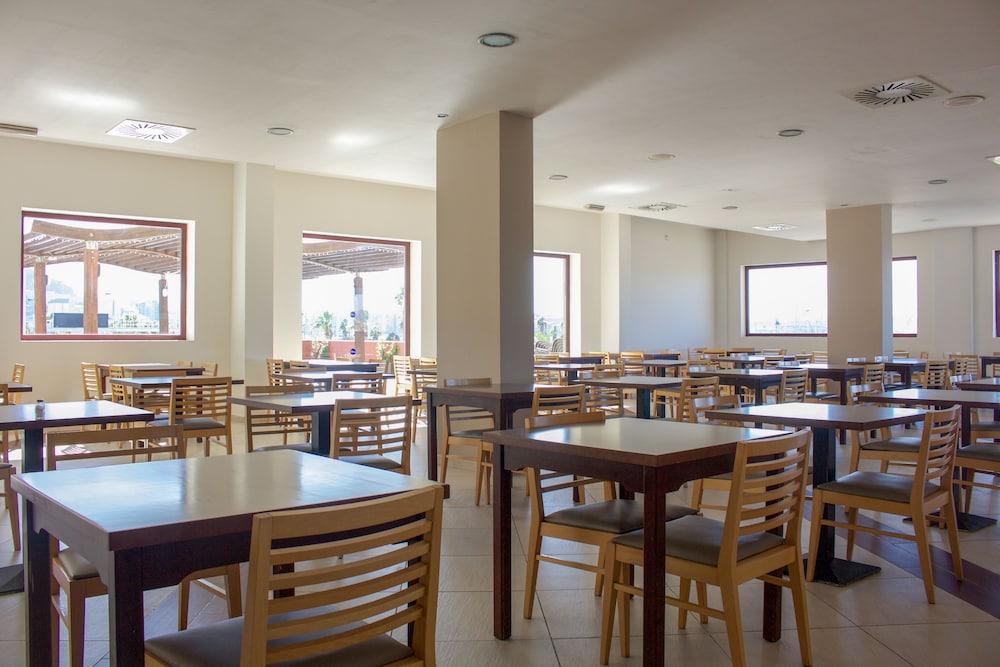 오텔 캄포 데 지브롤터(Ohtels Campo De Gibraltar) Hotel Image 41 - Dining
