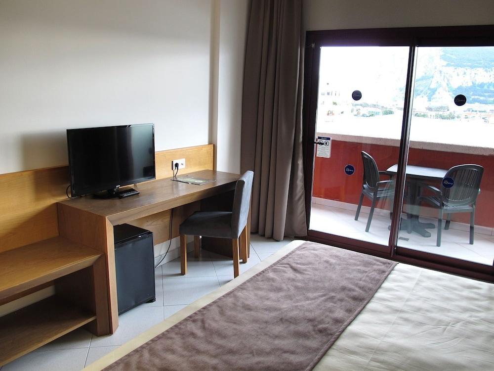 오텔 캄포 데 지브롤터(Ohtels Campo De Gibraltar) Hotel Image 11 - Guestroom