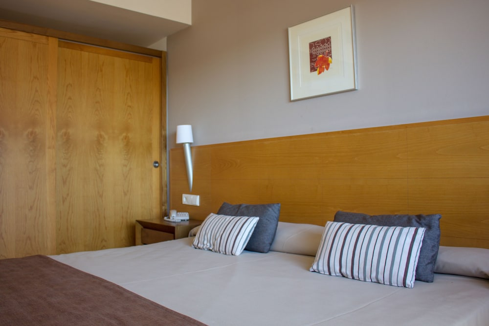 오텔 캄포 데 지브롤터(Ohtels Campo De Gibraltar) Hotel Image 19 - Guestroom