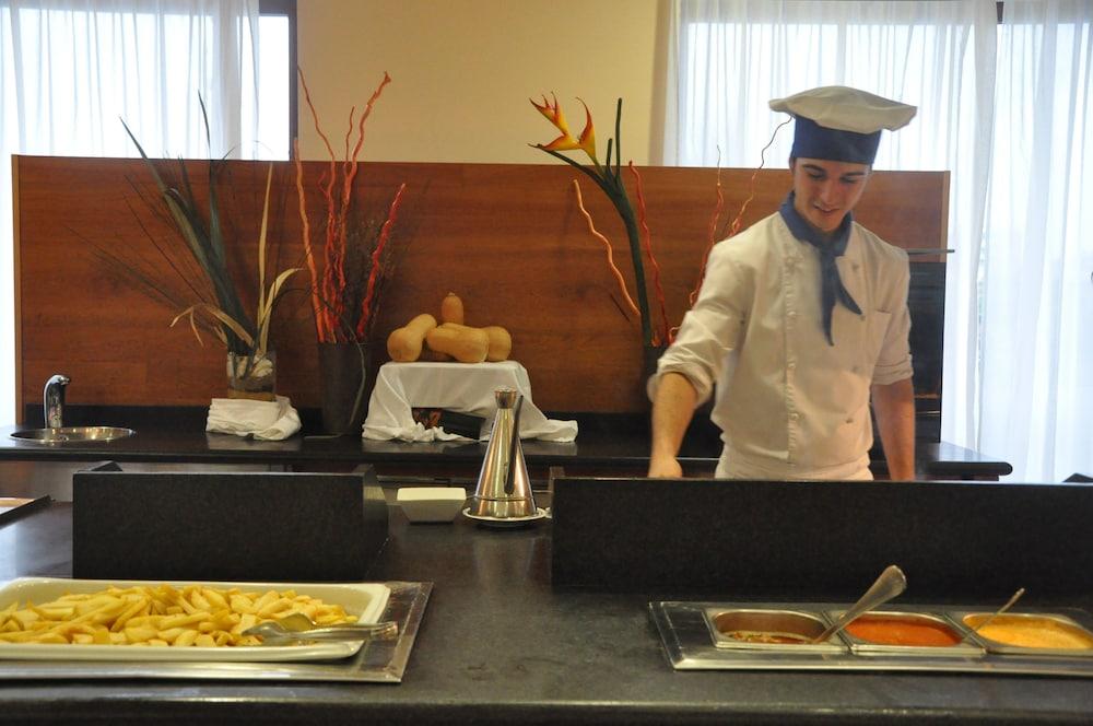 오텔 캄포 데 지브롤터(Ohtels Campo De Gibraltar) Hotel Image 40 - Dining