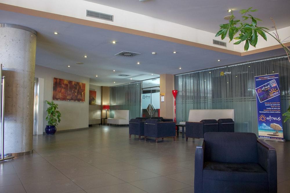 오텔 캄포 데 지브롤터(Ohtels Campo De Gibraltar) Hotel Image 3 - Lobby Sitting Area