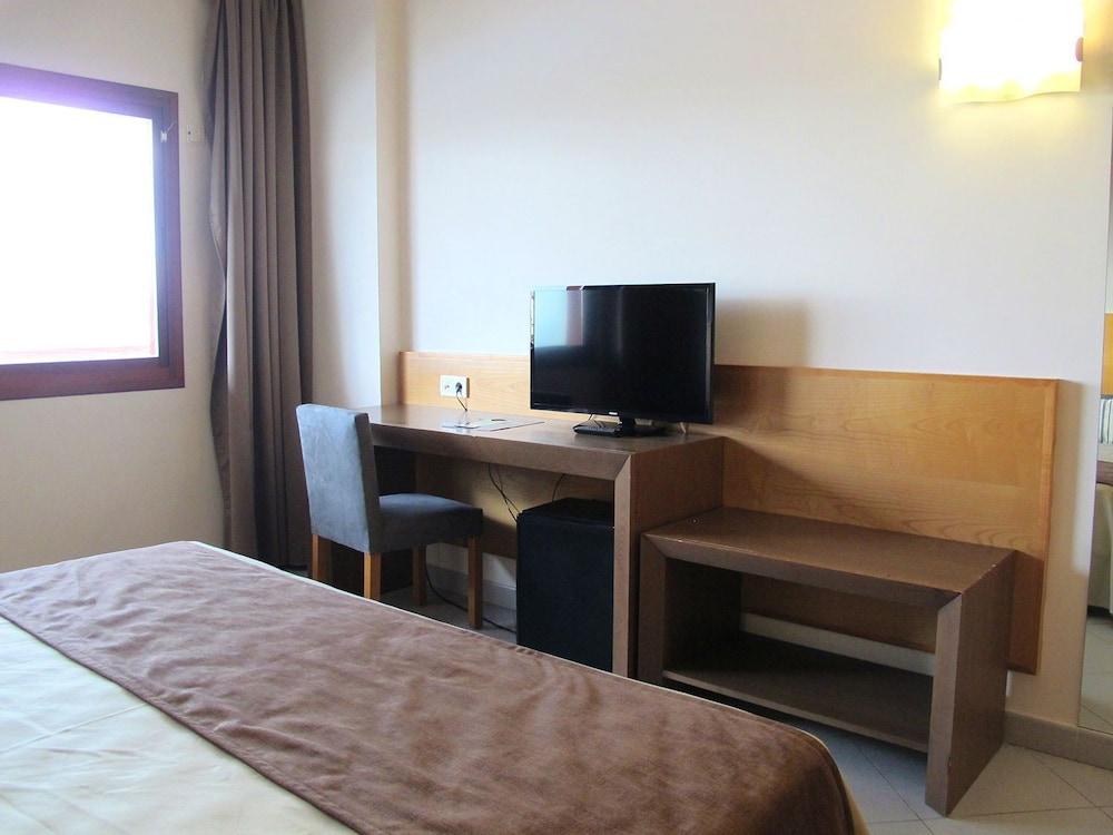 오텔 캄포 데 지브롤터(Ohtels Campo De Gibraltar) Hotel Image 13 - Guestroom
