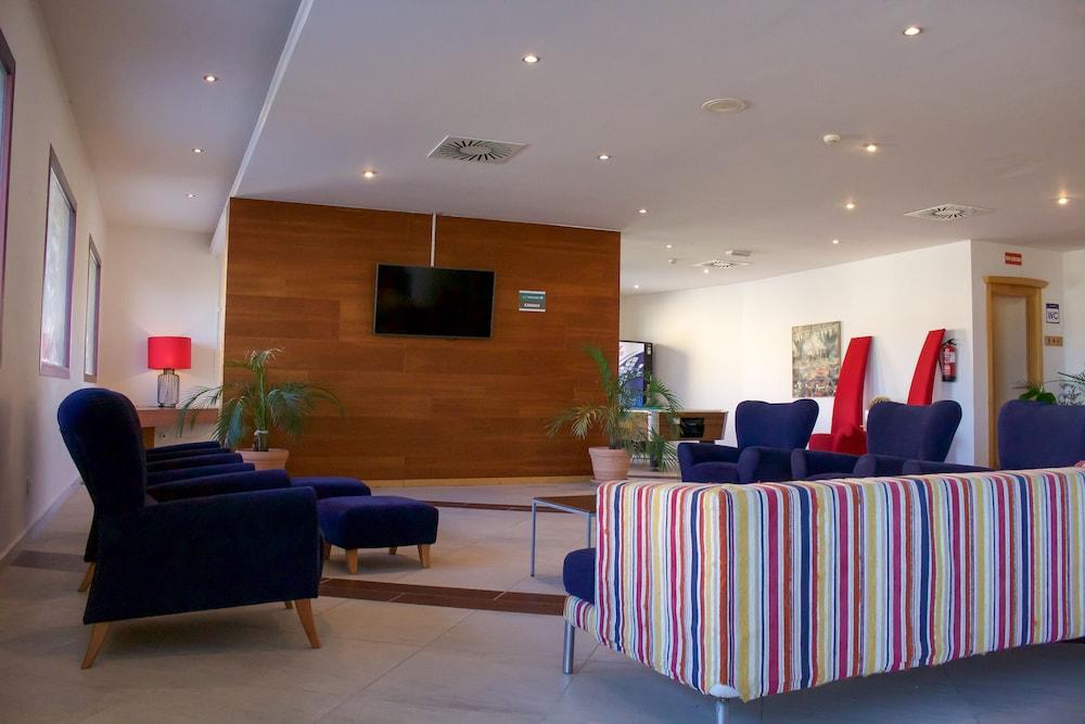오텔 캄포 데 지브롤터(Ohtels Campo De Gibraltar) Hotel Image 4 - Lobby Sitting Area
