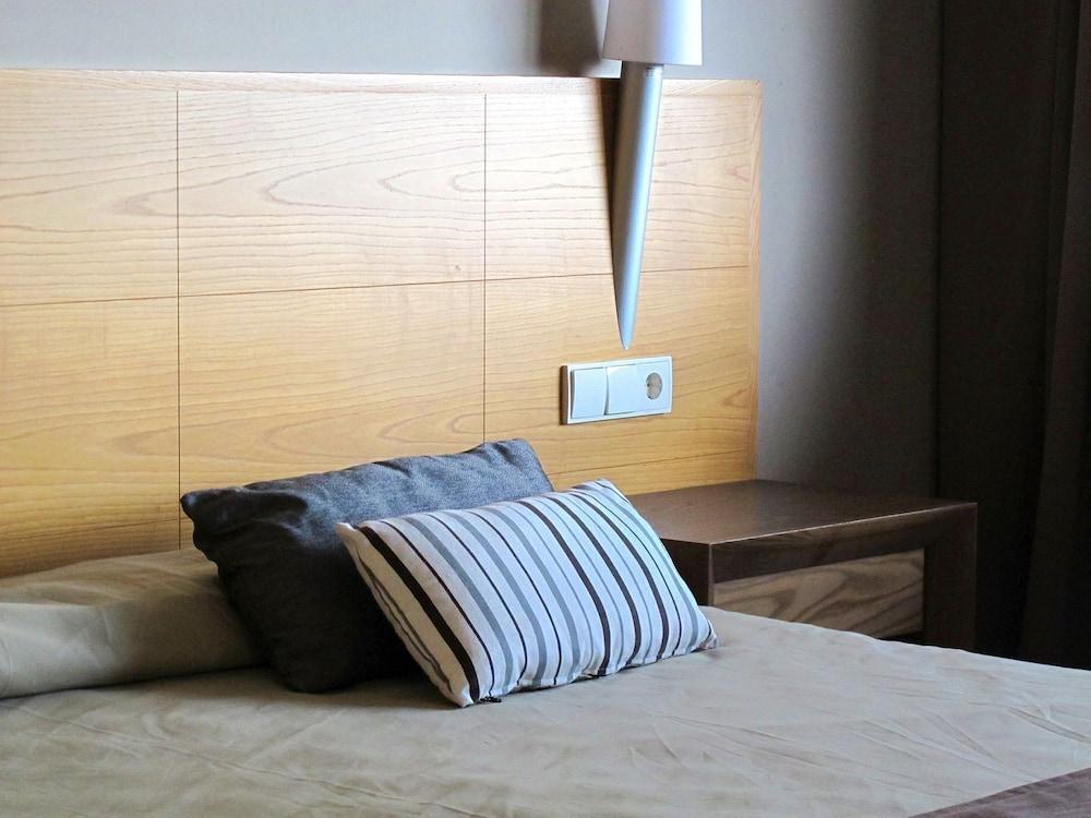 오텔 캄포 데 지브롤터(Ohtels Campo De Gibraltar) Hotel Image 15 - Guestroom