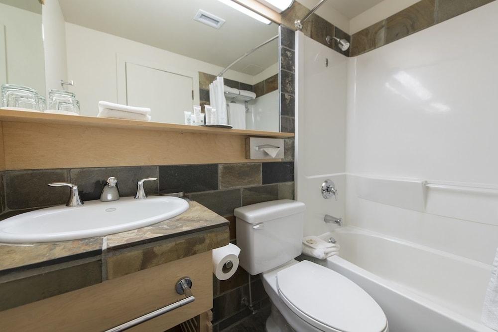 주니퍼 호텔(The Juniper Hotel) Hotel Image 40 - Bathroom