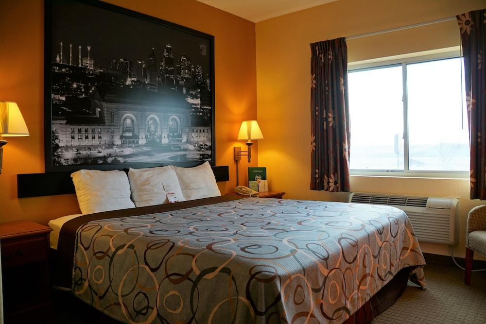 수퍼 8 바이 윈덤 토피카 앳 포브스 랜딩(Super 8 by Wyndham Topeka at Forbes Landing) Hotel Image 4 - Guestroom