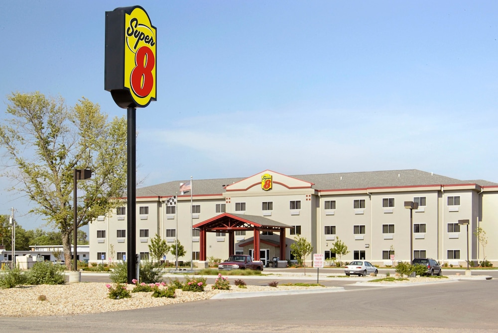 수퍼 8 바이 윈덤 토피카 앳 포브스 랜딩(Super 8 by Wyndham Topeka at Forbes Landing) Hotel Image 0 - Featured Image