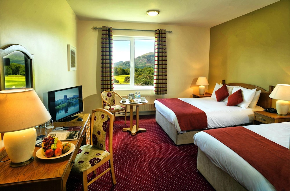 https://i.travelapi.com/hotels/2000000/1220000/1216400/1216394/ba2214cd_z.jpg