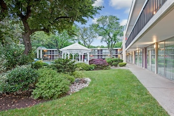 Hotel - Ramada by Wyndham Wayne Fairfield Area
