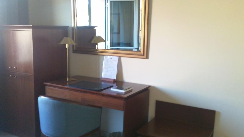 히포크라테스 쿠호텔(Hipócrates Curhotel) Hotel Image 12 - In-Room Business Center