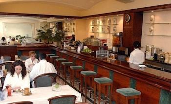 히포크라테스 쿠호텔(Hipócrates Curhotel) Hotel Image 37 - Hotel Bar