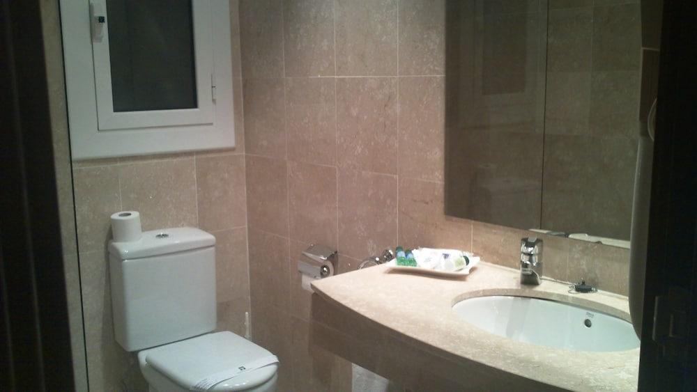 히포크라테스 쿠호텔(Hipócrates Curhotel) Hotel Image 13 - Bathroom