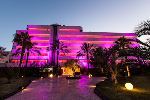 __{offers.Best_flights}__ El Hotel Pacha – Includes entrance to Pacha Club