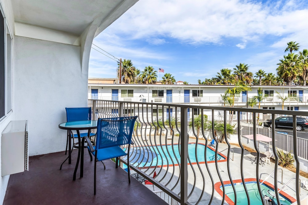 모텔 6 오션사이드 마리나(Motel 6 Oceanside Marina) Hotel Image 11 - Pool