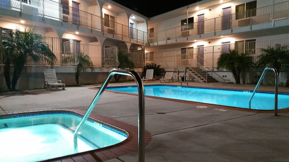 모텔 6 오션사이드 마리나(Motel 6 Oceanside Marina) Hotel Image 4 - Pool
