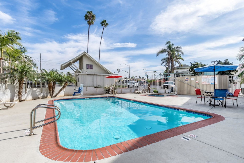모텔 6 오션사이드 마리나(Motel 6 Oceanside Marina) Hotel Image 7 - Pool