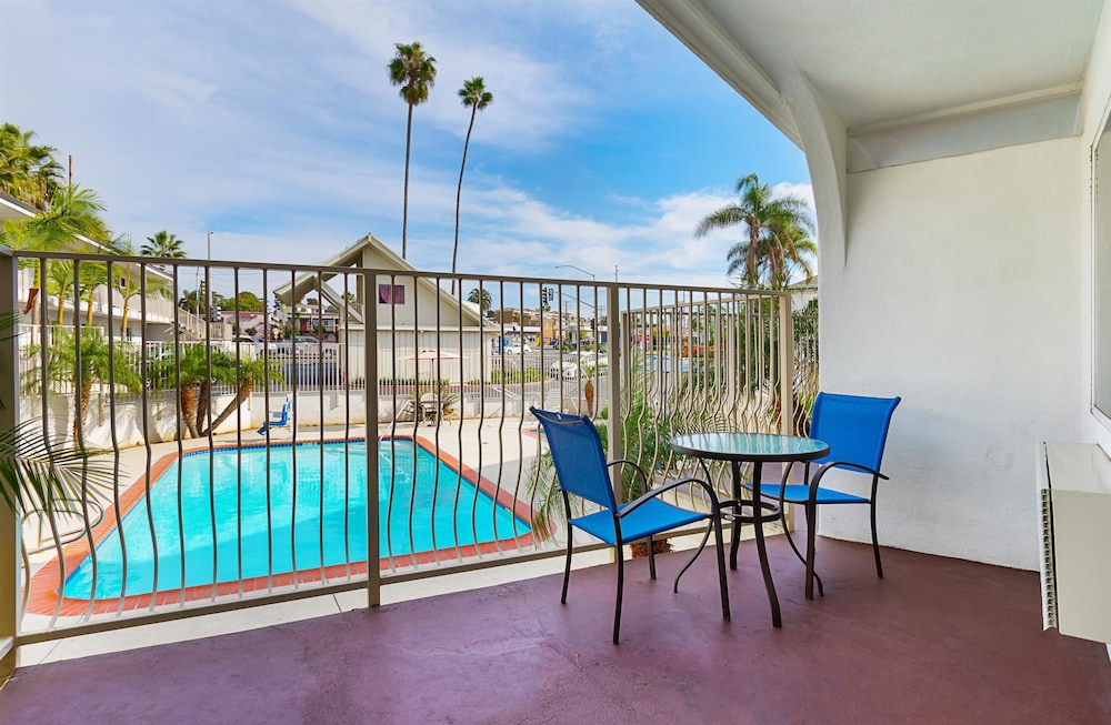 모텔 6 오션사이드 마리나(Motel 6 Oceanside Marina) Hotel Image 8 - Pool