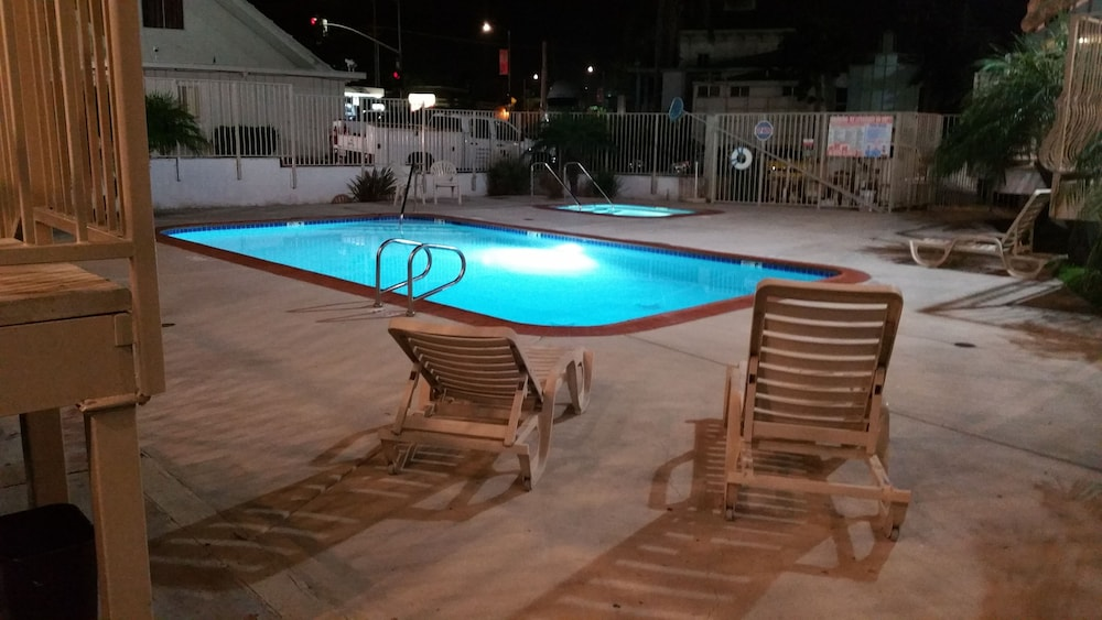 모텔 6 오션사이드 마리나(Motel 6 Oceanside Marina) Hotel Image 5 - Pool