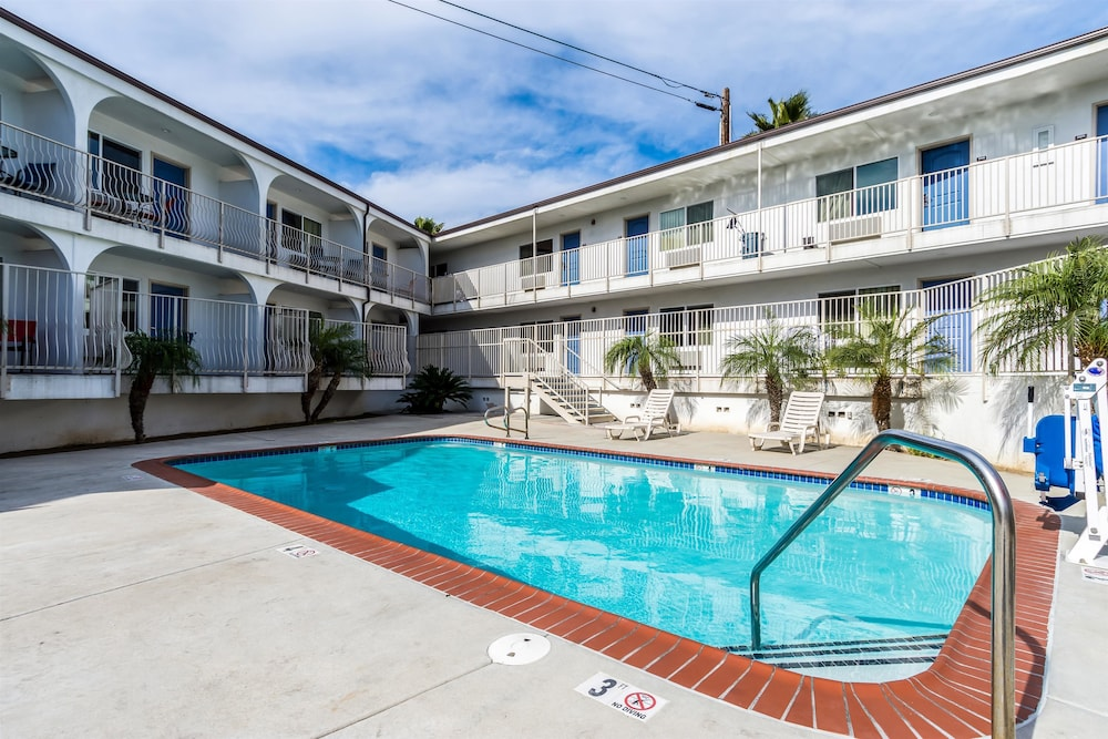 모텔 6 오션사이드 마리나(Motel 6 Oceanside Marina) Hotel Image 9 - Pool