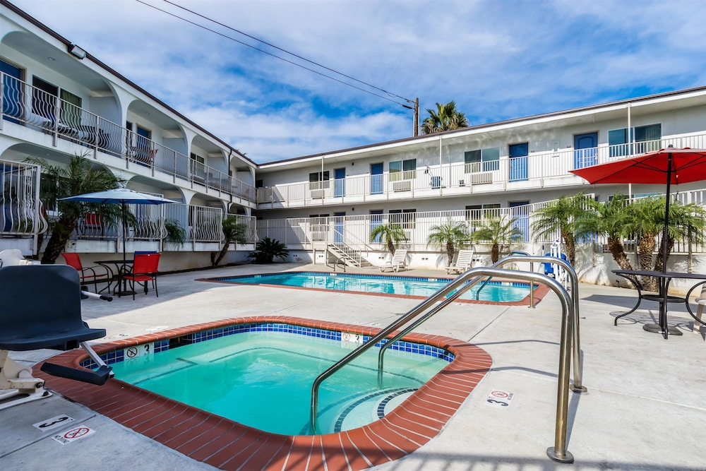 모텔 6 오션사이드 마리나(Motel 6 Oceanside Marina) Hotel Image 10 - Pool
