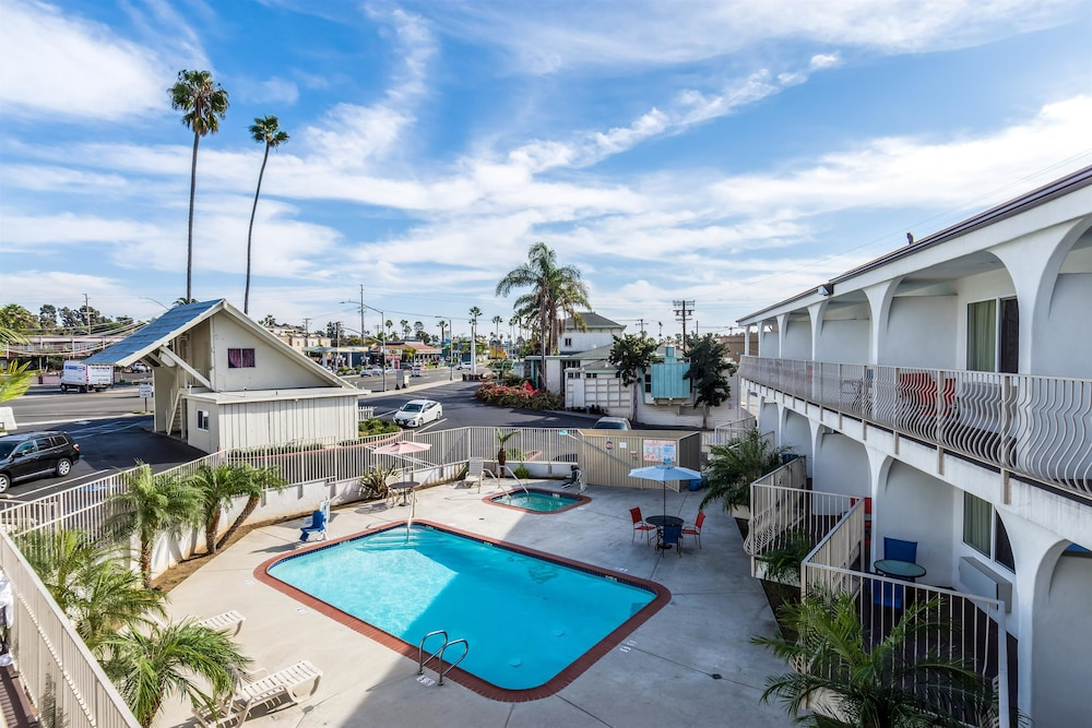 모텔 6 오션사이드 마리나(Motel 6 Oceanside Marina) Hotel Image 6 - Pool