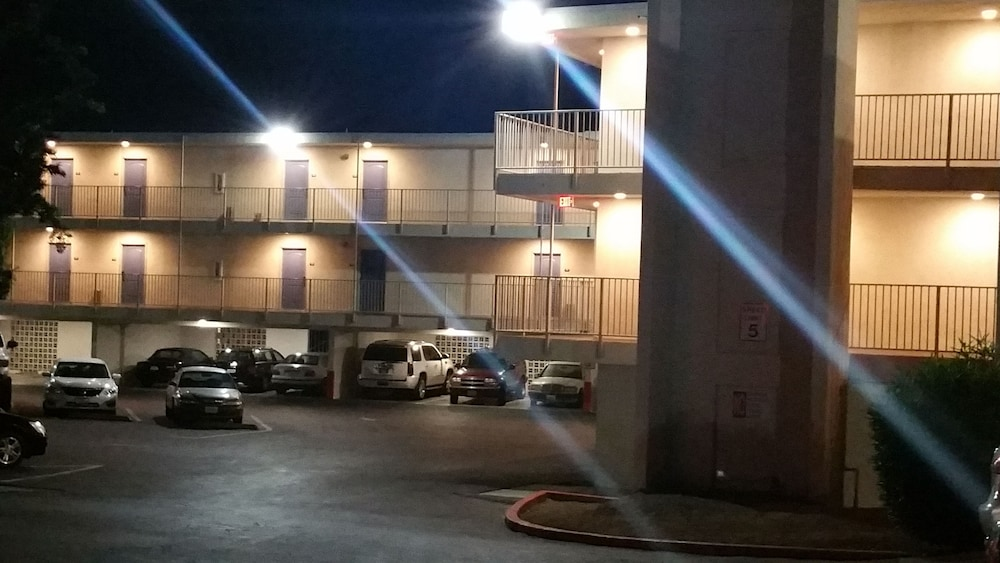 모텔 6 오션사이드 마리나(Motel 6 Oceanside Marina) Hotel Image 41 - Parking