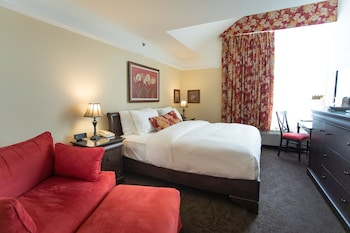 Executive Suite Plus, 1 King Bed with Sofabed