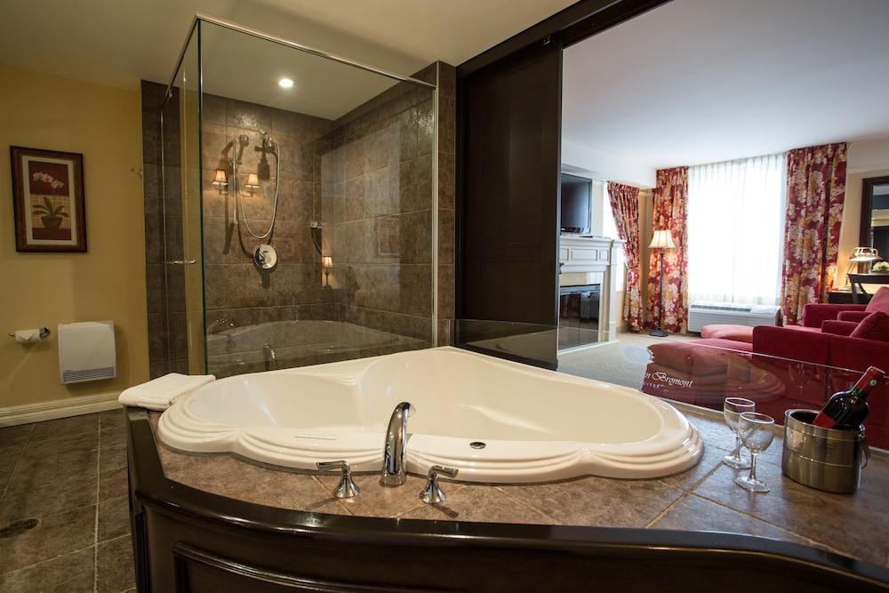 르 상-마르탱 브로몽 호텔 & 스위트(Le St-Martin Bromont Hotel & Suites) Hotel Image 26 - Bathroom