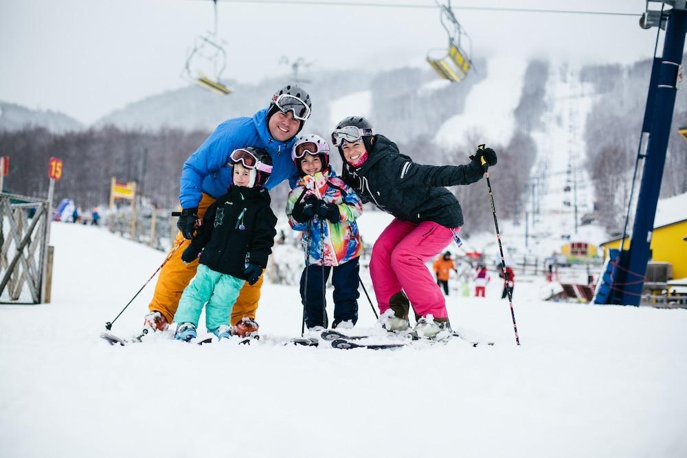 르 상-마르탱 브로몽 호텔 & 스위트(Le St-Martin Bromont Hotel & Suites) Hotel Image 39 - Snow and Ski Sports