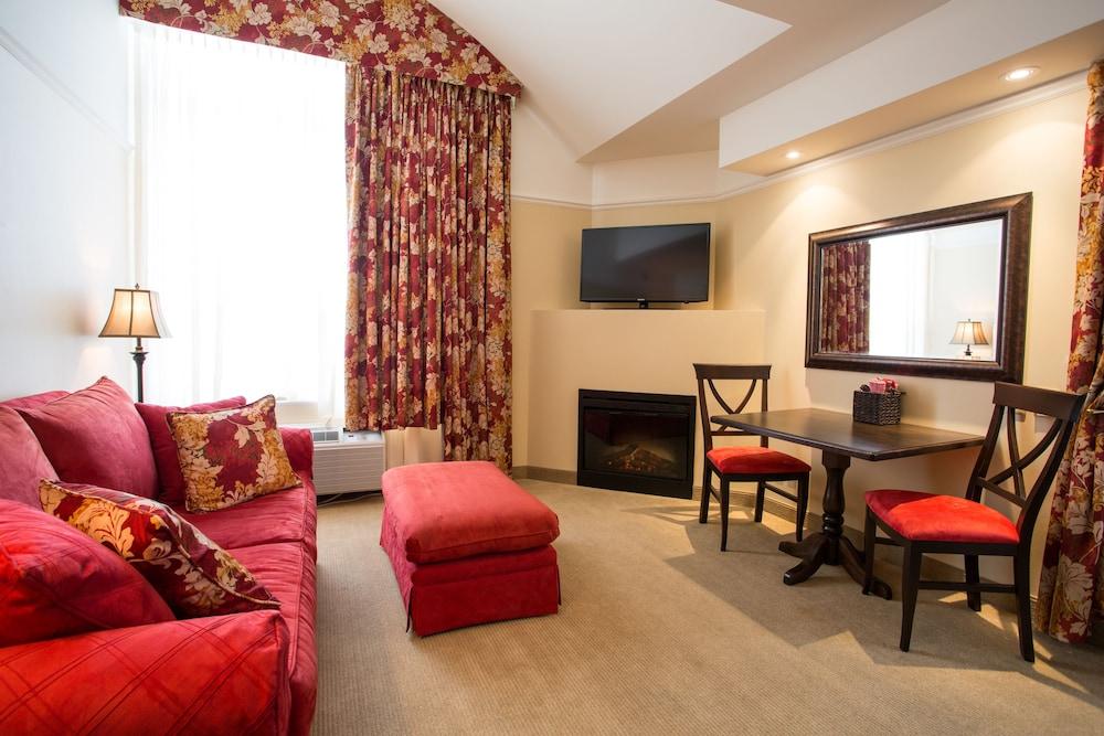 르 상-마르탱 브로몽 호텔 & 스위트(Le St-Martin Bromont Hotel & Suites) Hotel Image 16 - Guestroom