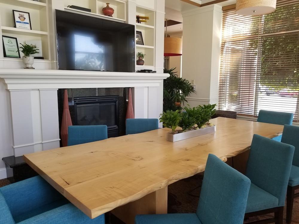 힐튼 가든 인 옥스나드/카마릴로(Hilton Garden Inn Oxnard/Camarillo) Hotel Image 6 - Lobby Sitting Area