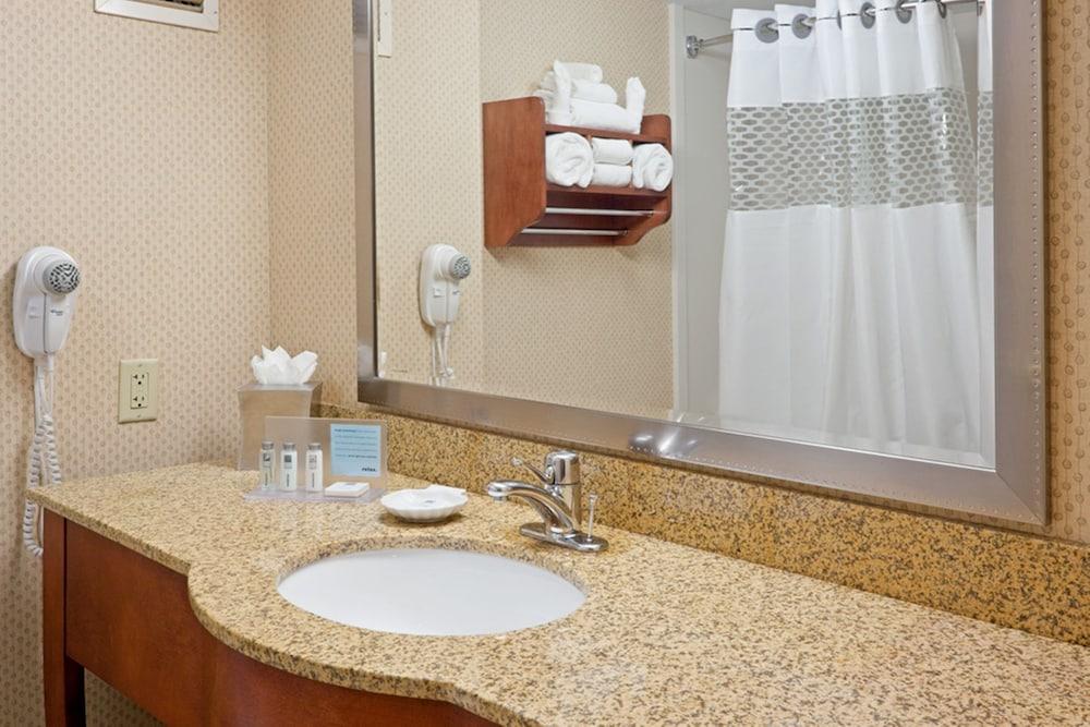 햄프턴 인 리틀턴 뉴햄프셔(Hampton Inn Littleton) Hotel Image 24 - Bathroom