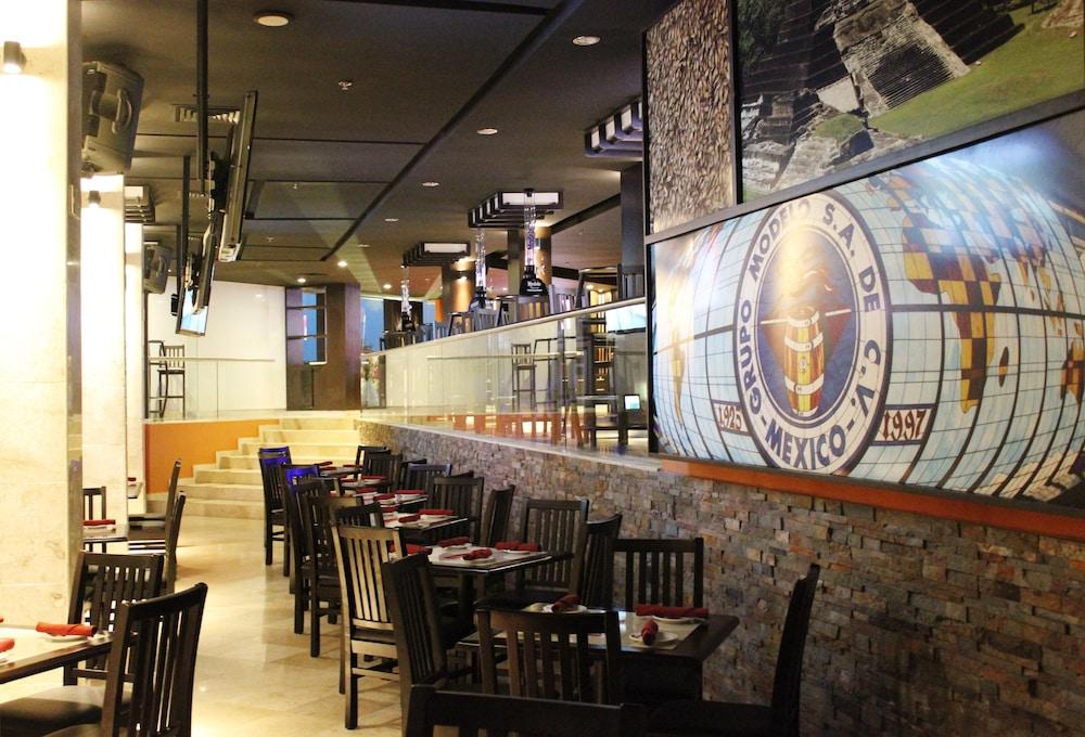 힐튼 빌라르모사 앤 컨퍼런스 센터(Hilton Villahermosa & Conference Center) Hotel Image 50 - Dining