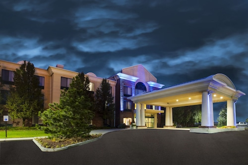 . Holiday Inn Express & Suites Montpelier