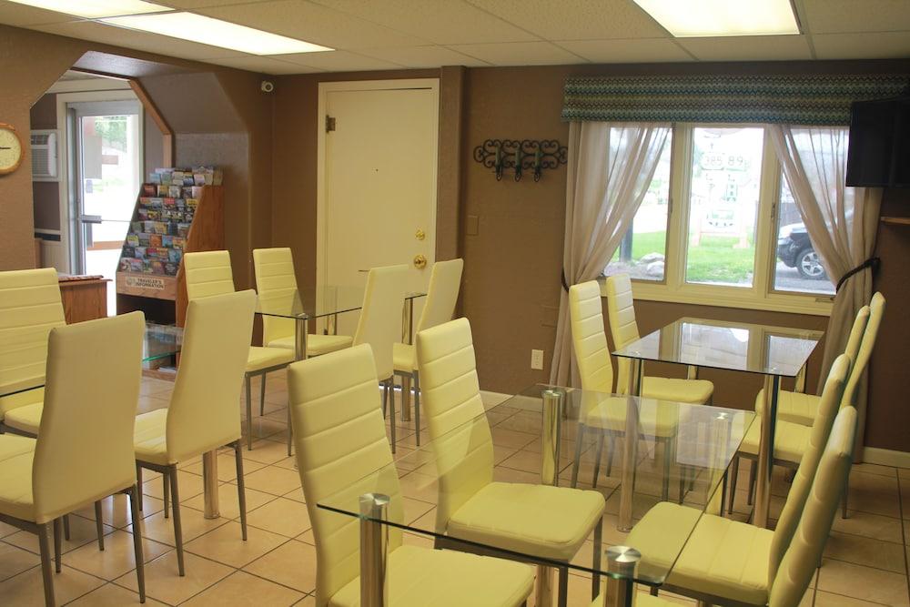로드웨이 인(Rodeway Inn) Hotel Image 40 - Breakfast Area