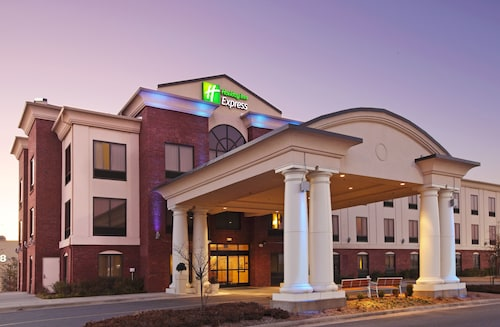 . Holiday Inn Express Hotel & Suites Pine Bluff / Pines Mall, an IHG Hotel