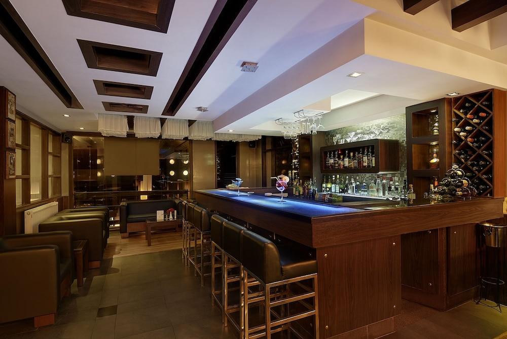 퀄리티 인 리버 컨트리 리조트(Quality Inn River Country Resort) Hotel Image 37 - Hotel Bar