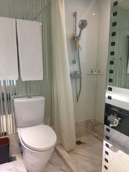 Travelodge Central,Hollywood Road - Bathroom  - #0