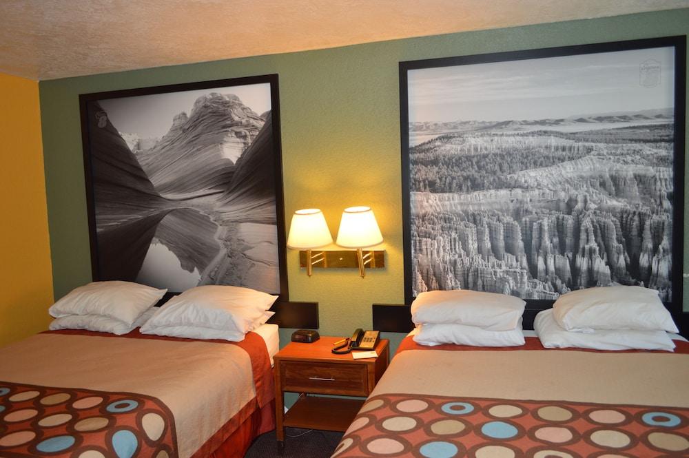 수퍼 8 바이 윈덤 베이 세인트 조지 유타(Super 8 by Wyndham St. George UT) Hotel Image 25 - Guestroom View