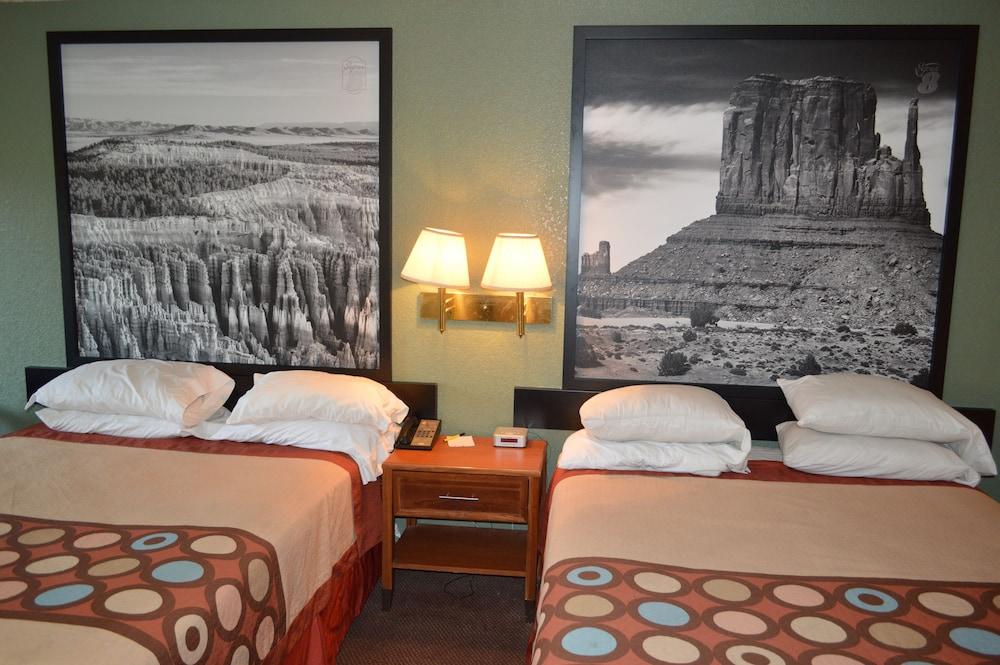 수퍼 8 바이 윈덤 베이 세인트 조지 유타(Super 8 by Wyndham St. George UT) Hotel Image 26 - Guestroom View