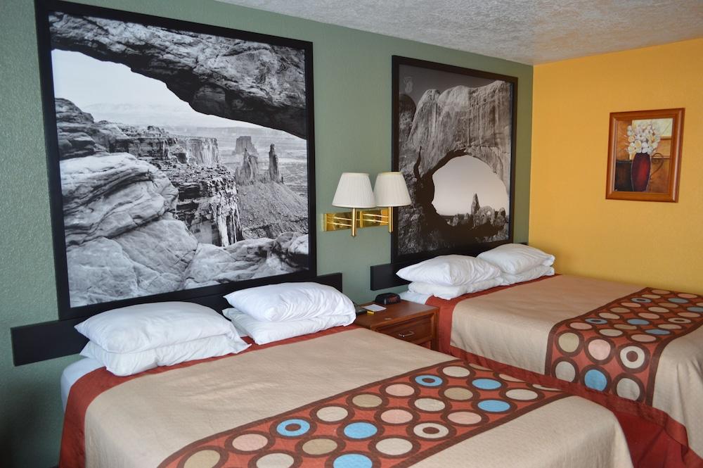 수퍼 8 바이 윈덤 베이 세인트 조지 유타(Super 8 by Wyndham St. George UT) Hotel Image 27 - Guestroom View