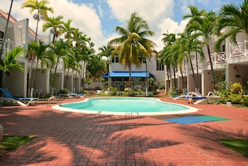Hotel - Chrisanns Beach Resort