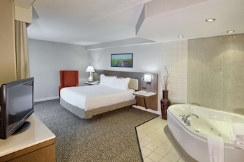 One king bed with whirlpool