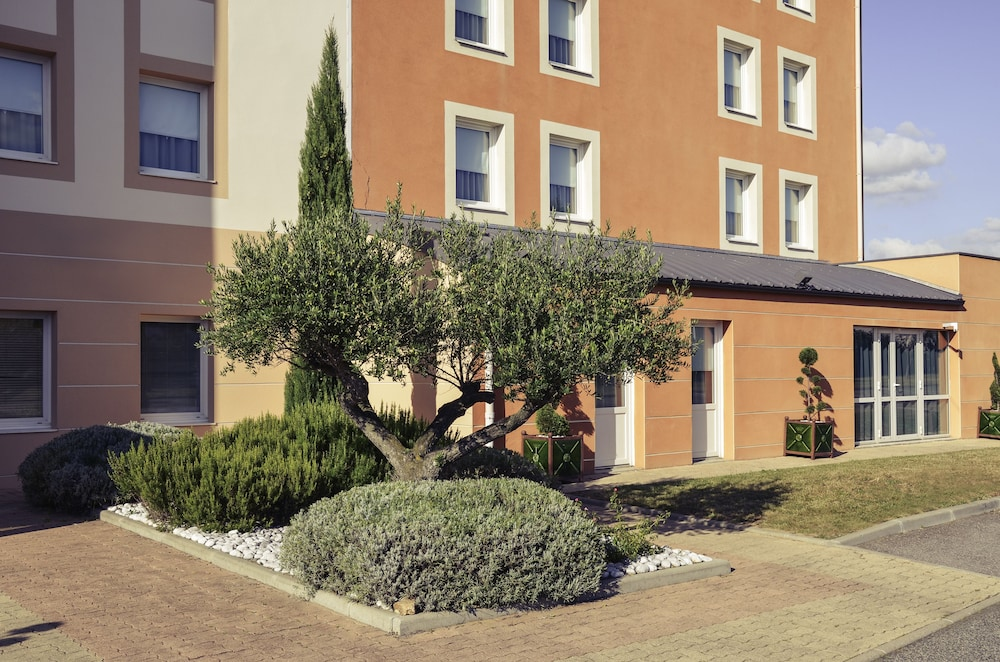 메르쿠르 리옹 에스트 샤포네(Mercure Lyon Est Chaponnay) Hotel Image 34 - Exterior