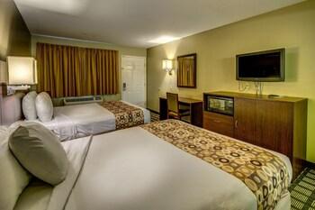 Guestroom at Travelers Inn in Phoenix