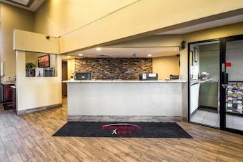 Reception at Travelers Inn in Phoenix